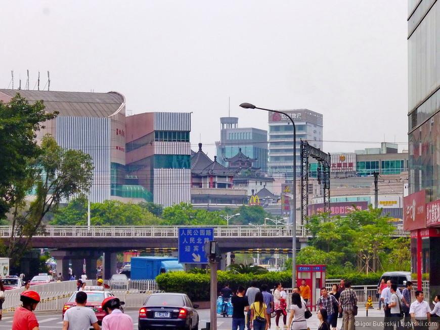 14. Более старые районы города уже не так симпатичны, зато показывают действительную жизнь китайцев.