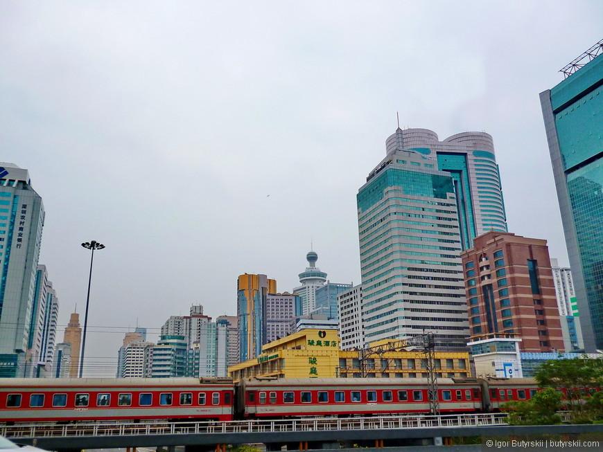 18. В городе действует метрополитен, а также очень удобно добраться на поезде до Гуанчжоу и Гонконга.