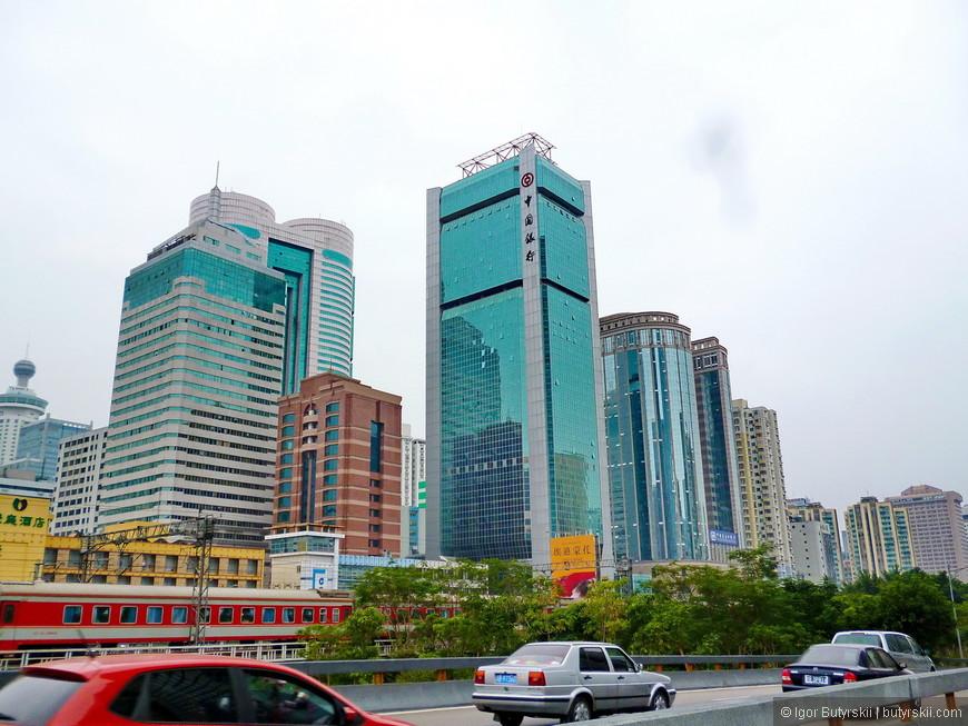 20. Кстати, в городе находится одна из основных пляжных зон Китая (после Хайнаня), на берегу Южно-Китайского моря построены множество отелей, ресторанов, и отличных пляжей.