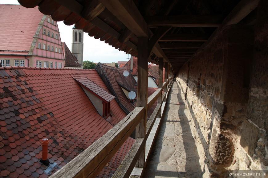 Гуляем по крепостным стенам Старого города