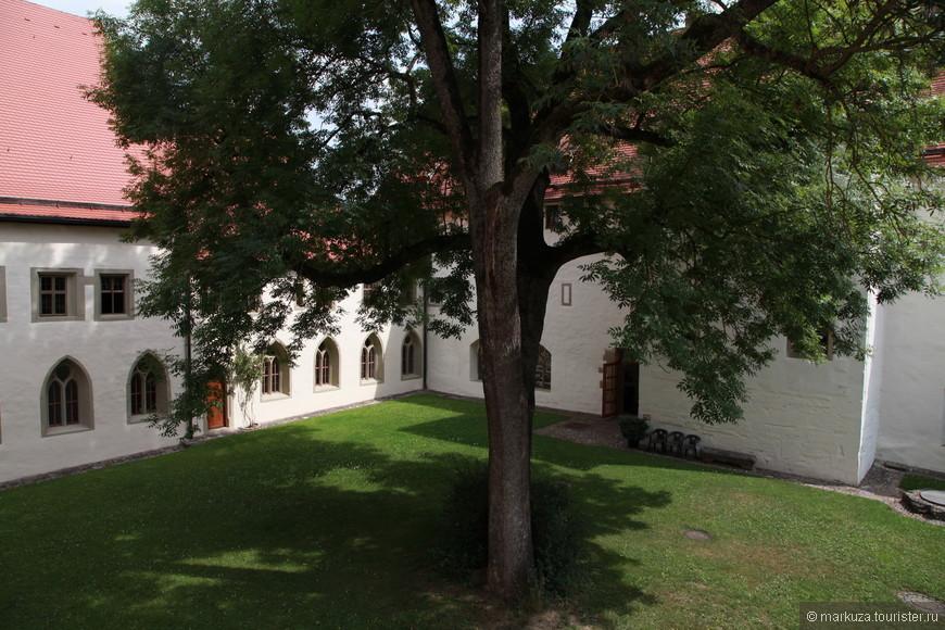 Музей имперского города в бывшем доминиканском женском монастыре, построенном ещё в XIII веке.