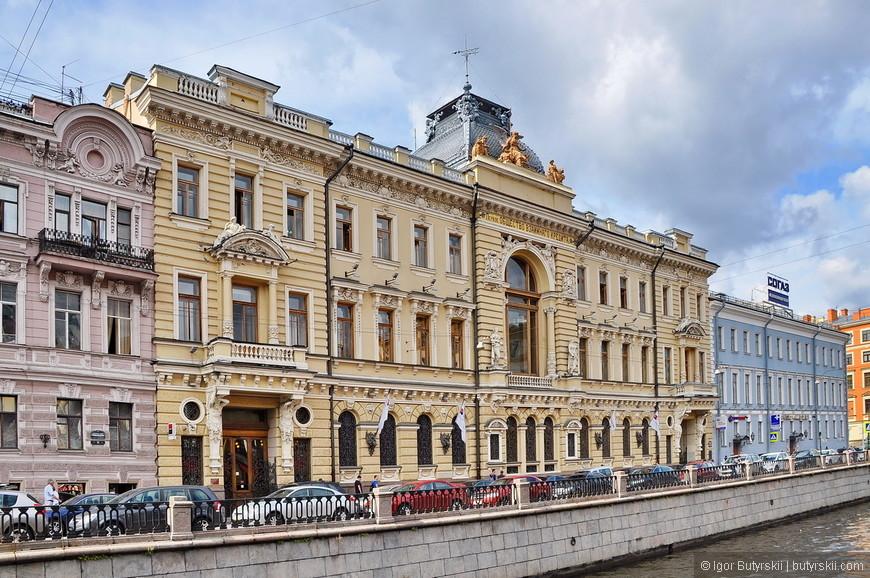 28. Здания Петербурга невероятно красивые, не знаю, как в них жить, но смотреть на них – одно удовольствие.
