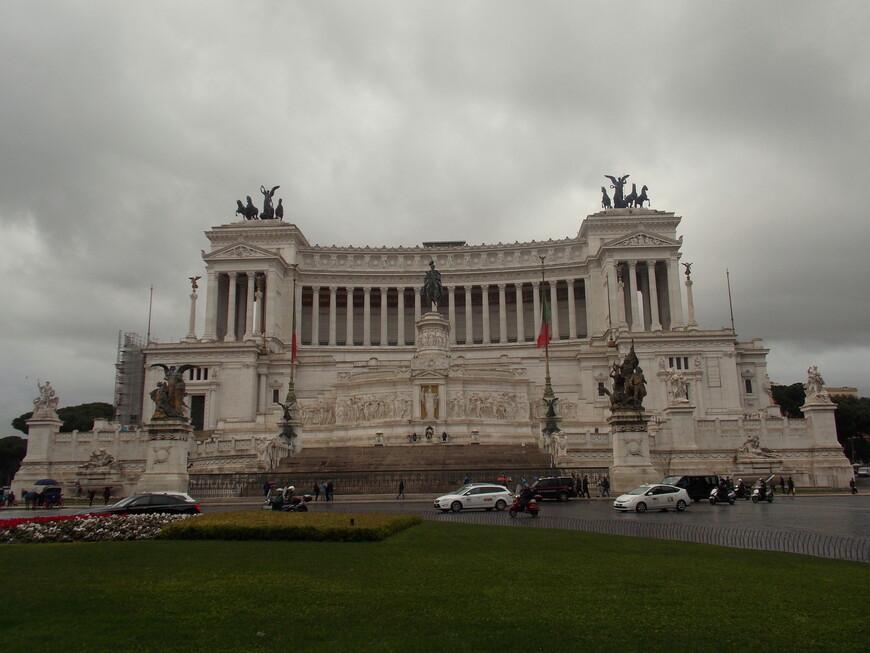 Памятник Виктору Эммануилу II на площади Венеции.