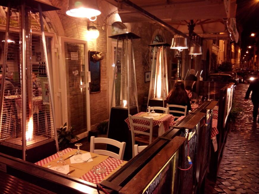 Газовые нагреватели в уличных кафе. С ними уютнее!