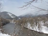 Кавказ в снегах, горящих как алмаз.