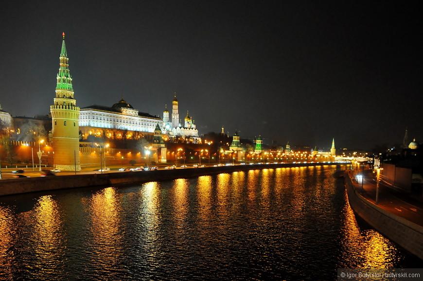 25. Вечерняя Москва открывается по другому, прекрасное время, когда людей чуть меньше, и температура чуть комфортнее. Люблю гулять по столице по вечерам.
