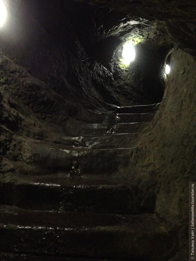 Если не боитесь, то давайте пройдём по подземному туннелю