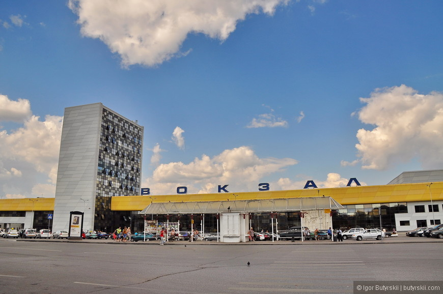 02. Мне очень понравилось здание вокзала, он очень яркий, заметный и красивый.