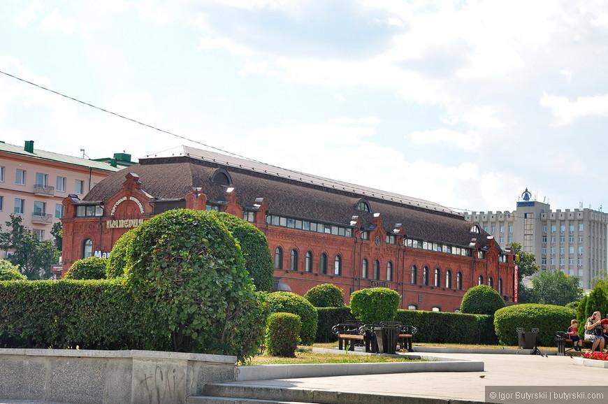 07. Торговый центр в здании 19 века – выглядит отлично и вывеска прекрасная.
