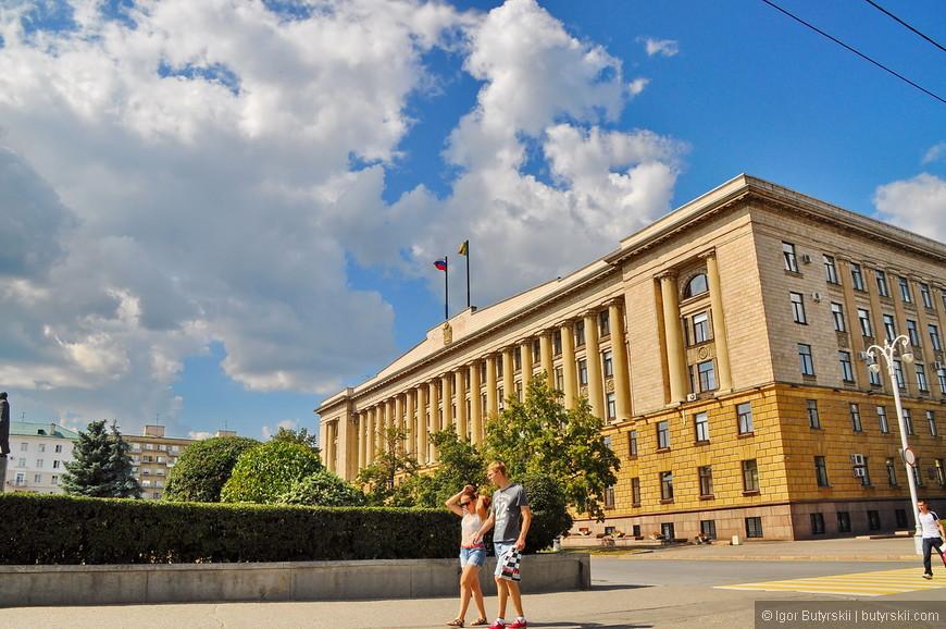 08. На той же площади, видимо администрация города.