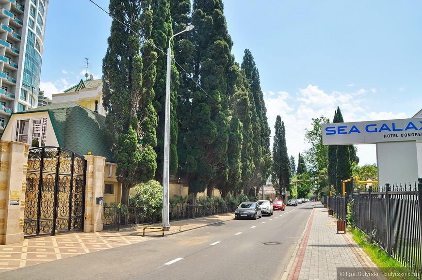 09. Чистые, тихие, теплые улочки солнечного города, отличное место для жизни.