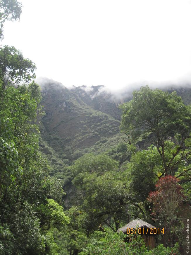 Где-то там, вверху, за облаками, памятник древнему зодчеству, резиденция королей инков - Мачу Пикчу.