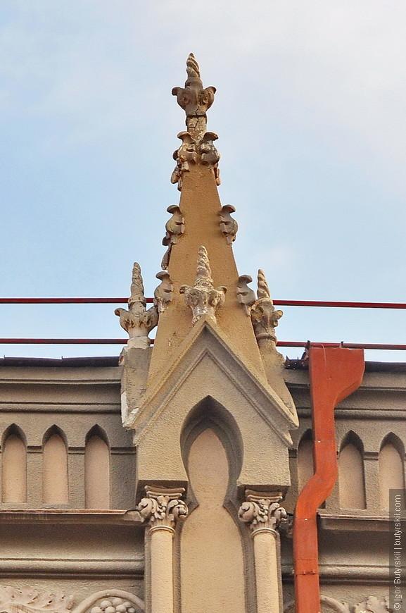 10. Саратов радует архитектурой, зачастую она, к сожалению, в печальном состоянии, но лучше потом отреставрировать чем сейчас сносить.