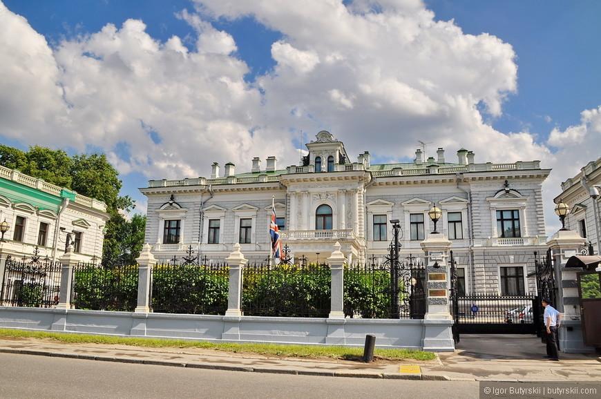 03. Здание посольства Великобритании. Изначально строилась как усадьба Харитоненко, построена в 1893 году.