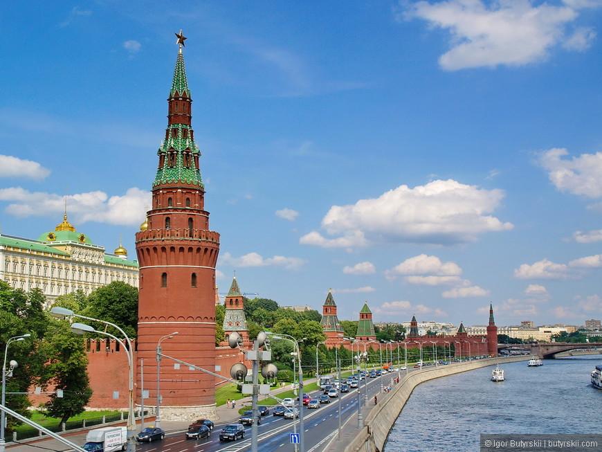17. Вид на Кремль с Большого каменного моста.
