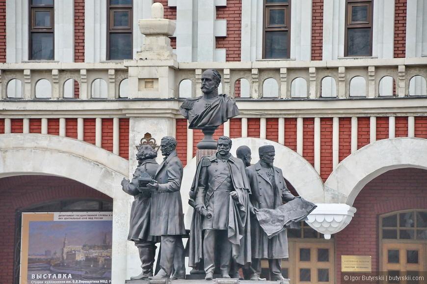 24. Памятник возле Казанского вокзала.