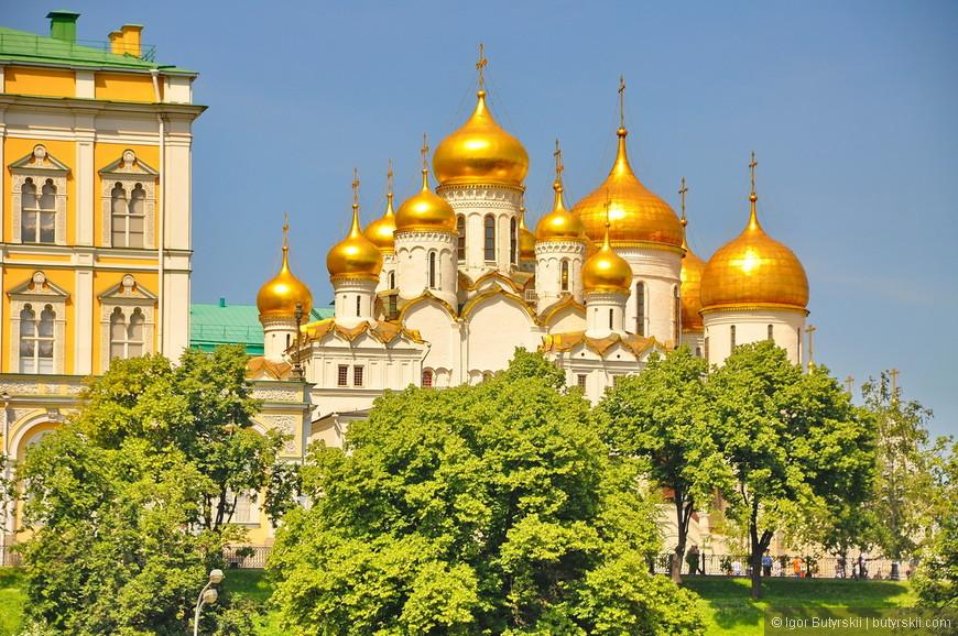 28. Зелень в центре в таком количестве осталась только в кремле.