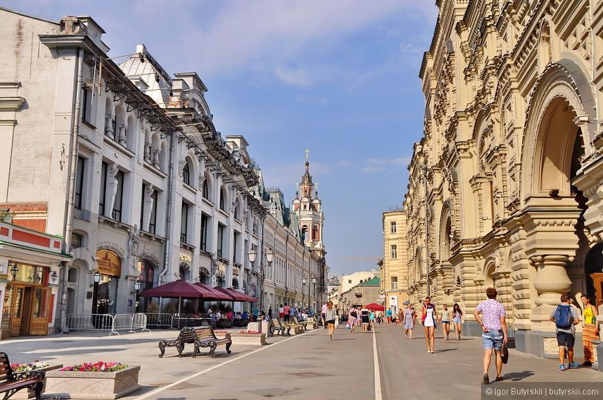 33. Улица Никольская, не так давно ставшая пешеходной привлекает огромное количество туристов.