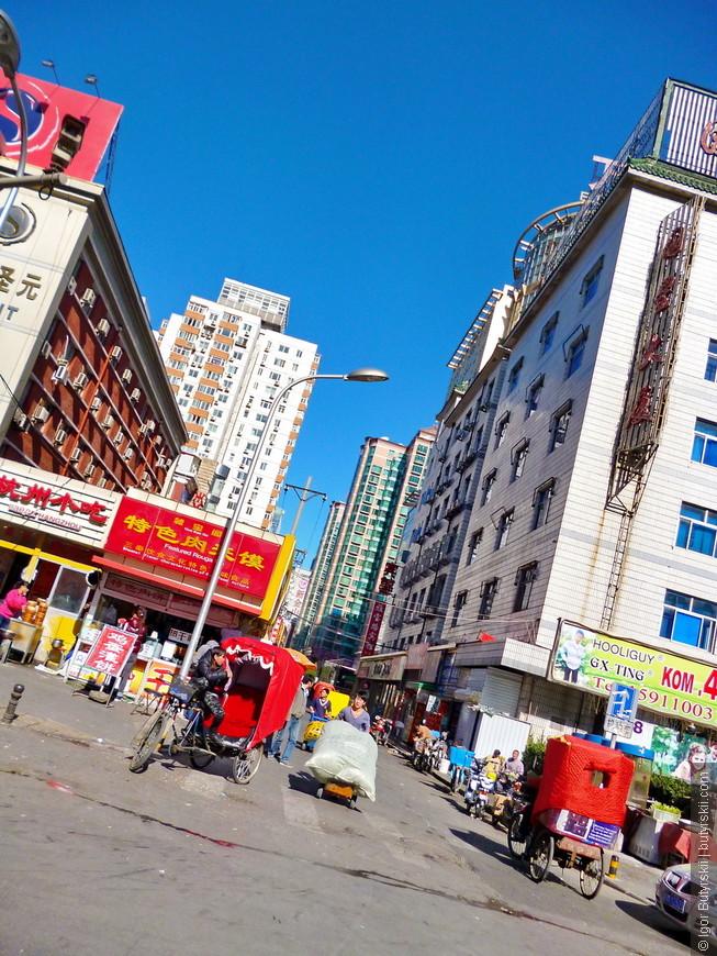 09. Пекин главный город для простых челноков (которых еще очень много), конечно в самом городе проходит только перепродажа, а за действительно дешевыми вещами надо ехать в другие города.