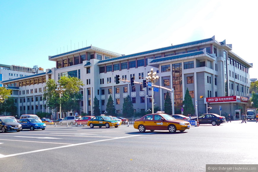 15. Национальные нотки в архитектуру зданий, зачастую, вносили уже после стройки.