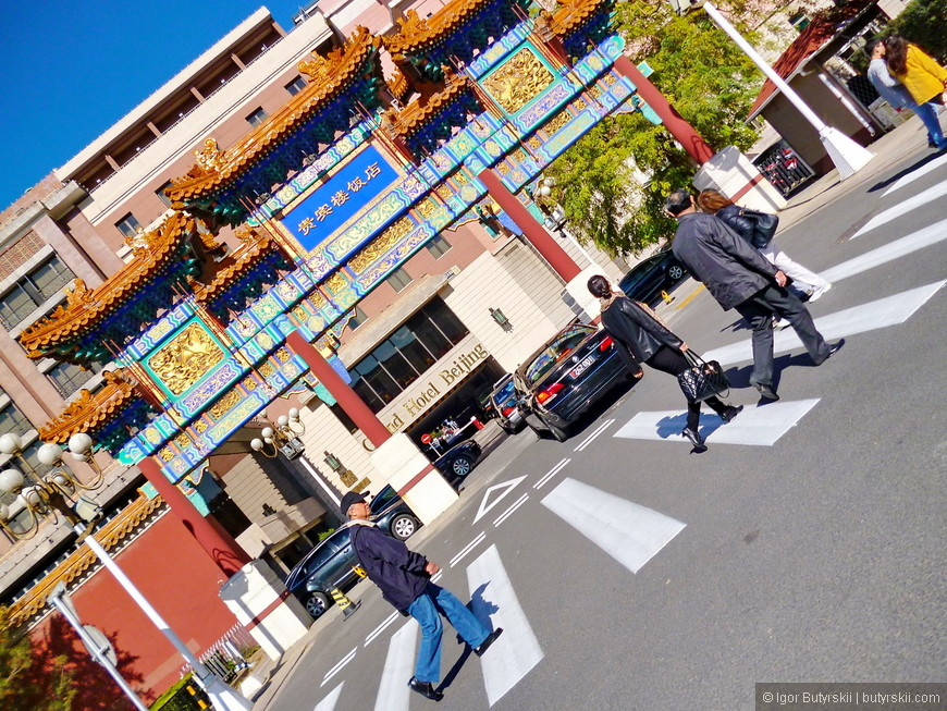 16. Пекин – столица и уровень сервиса в хороших гостиницах тут довольно высокий, но не стоит ждать его от людей. Из-за того, что город северный и из-за близости к внутренней Монголии в городе мало «позитивных» китайцев, люди часто попадаются обозленные и агрессивные.