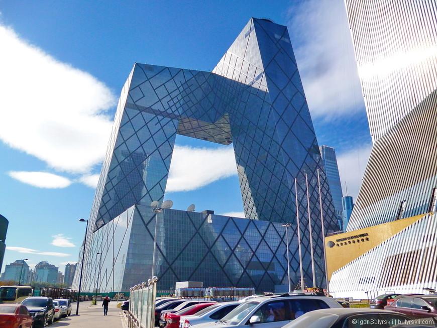 17. Здание телекомпаний, что-то вроде Ак. Королева 12. Один из самых титулованных небоскребов в Китае.