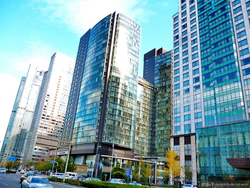 20. Уже лучше. Столица Китая в архитектурном плане – это такая сборная солянка. Если невероятно шикарные здания CCTV или олимпийские стадионы, а есть куча стеклянных безвкусных домиков.