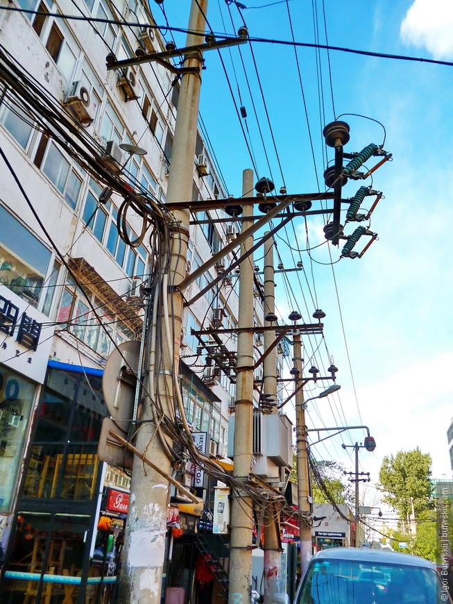 24. Проводами бывалых путешественников не удивить, но я все же выложу. Все-таки столица Китая.