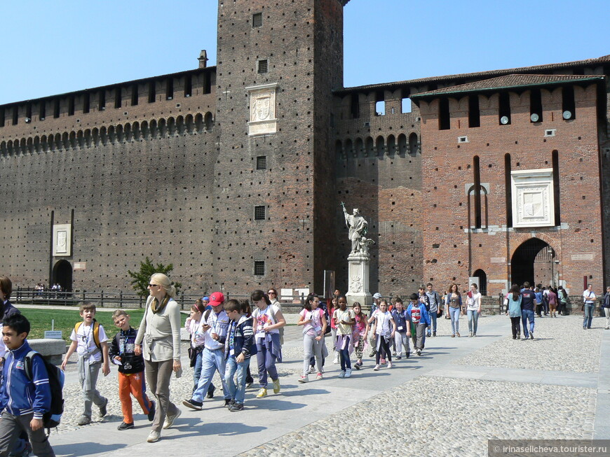 замок Сфорца в центре Милана