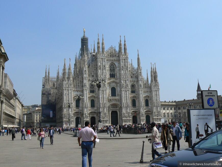 красиво, здесь и возле Оперы я подумала, что Милану больше лета пойдет зима и первый зимний снег)