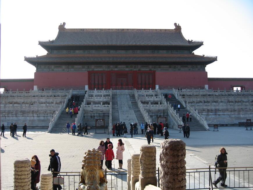 Гугун- Зимний дворец императора,  здесь  999 подобных построек.