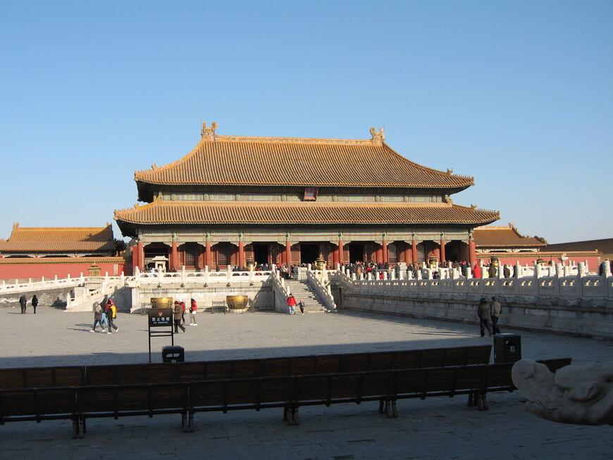 Гугун - самый обширный дворцовый комплекс в мире. Здесь была зимняя резиденция императоров  с 15 века до начала 20 века