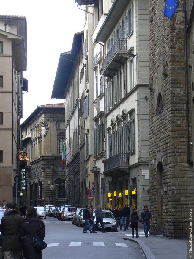 на самом деле Флоренция очень яркий, радостный город)