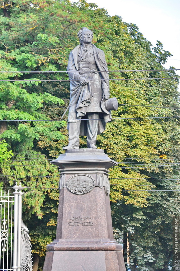 05. Кстати, отличный памятник Тютчеву, очень красиво сделан.