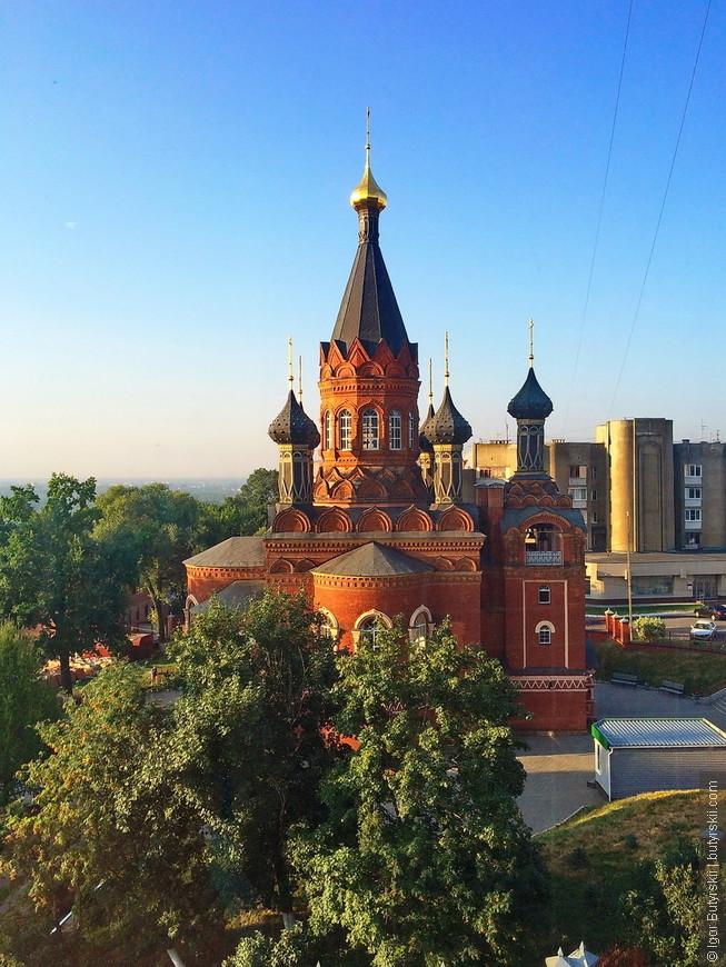 13. Еще одна церковь Брянска находится в 50 метрах от предыдущей, можно сказать, что это «лучший район города».