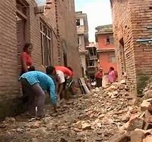 В Непале под завалами до сих пор находят выживших людей