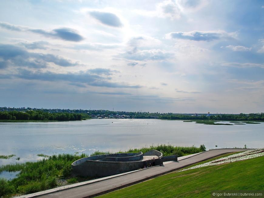 14. Панорама Волги и недавно проложенная дорога вдоль набережной. Вместо того, чтобы сделать пешеходную зону тут сделали дорогу…