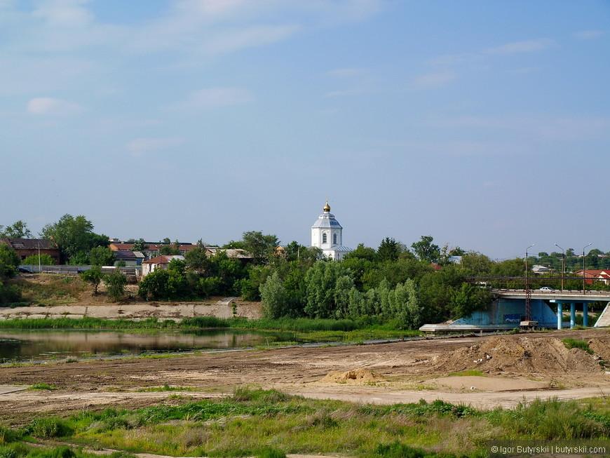 19. Набережной в районе исторического центра даже и не пахнет.