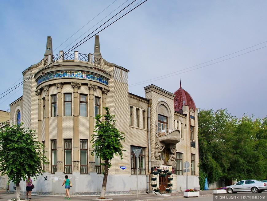 32. Особняк купца Сергея Александровича Стерлядкина. Здание, построенное в стиле «модерн» является памятником архитектуры.