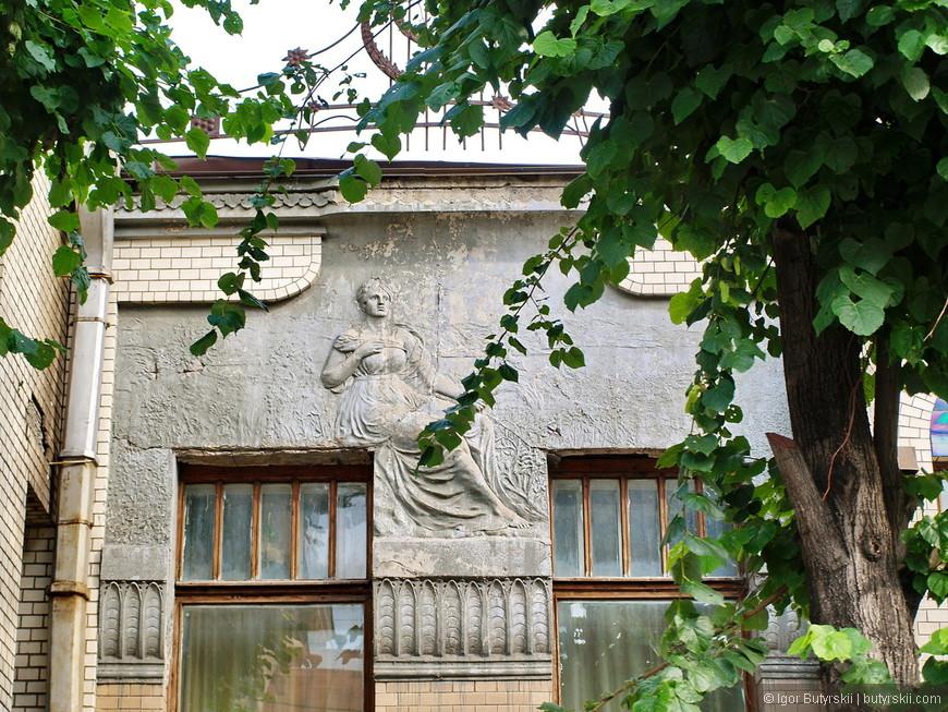 34. После Октябрьской Революции 1917 г. особняк был национализирован. Вначале он использовался как гостиница для военных.