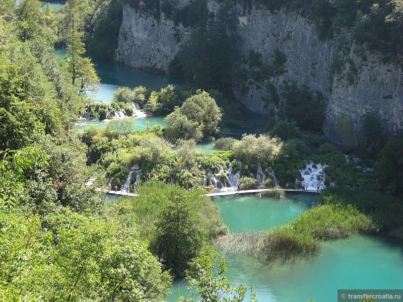 Водопады, вид с верхней смотровой площадки.