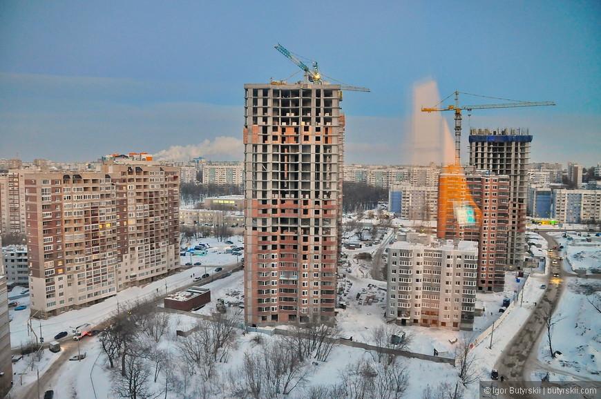 06. В районе «просек», строят очень много жилья, вот только дороги не расширяют, транспорта нет, как и парковок. Зато под 25 этажей уже как минимум дома.