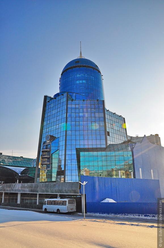 07. Здание железнодорожного вокзала в Самаре – одно из самых высоких зданий вокзалов в Европе. И одна из достопримечательностей города, особенно его знают те, кто едет на поезде в столицу.