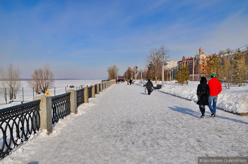 08. Прогуляемся по набережной Волги. Зимой Волга замерзает полностью и по ней можно гулять и переходить на противоположный берег.