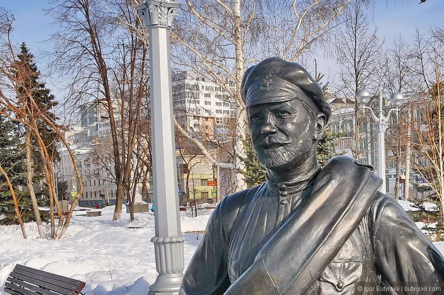 14. Красноармеец Сухов смотрит с снежную даль.