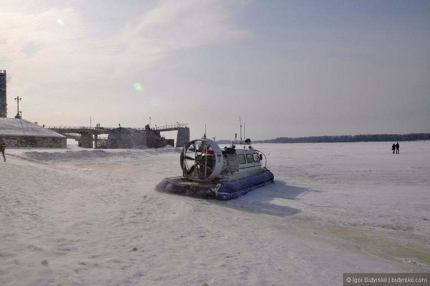 15. Самый распространенный вид зимнего транспорта через Волгу – судно на воздушной подушке.