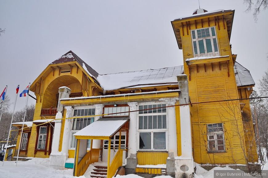 33. Здание 1903 года. Старая купеческая дача члена попечительского совета Ольгинской общины.
