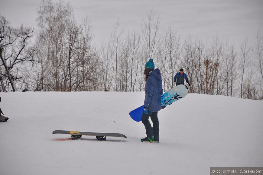 34. Даже сноубордисты есть, хотя целесообразность поездки по 50 метровой «трассе» я не вижу.
