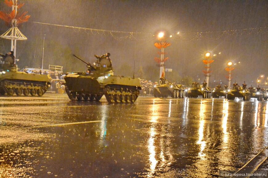 Пробраться к эпицентру события несмотря на плохую погоду было не просто.Тысячи зонтиков,все толкаются.Все мокнет.