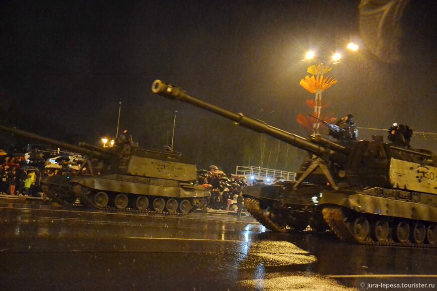 К слову, первые тренировки парадных расчетов в Минске начали проводить еще в феврале.